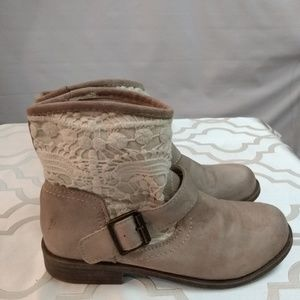 Mudd booties size 6 1/2 lace top side buckles